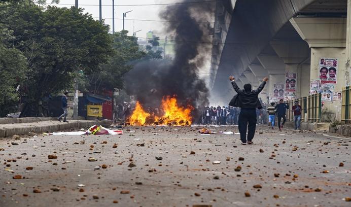인도의 종교적 자유에 대해 알 자지라 기사는 음모를 완전히 잃는다