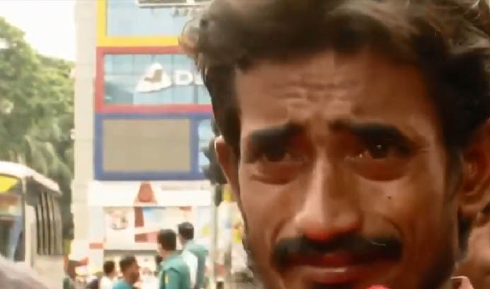 Viral video showing rickshapuller in tears is not from India